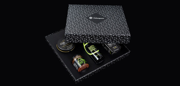 pelasgaea gift box packaging by @comebackstudio